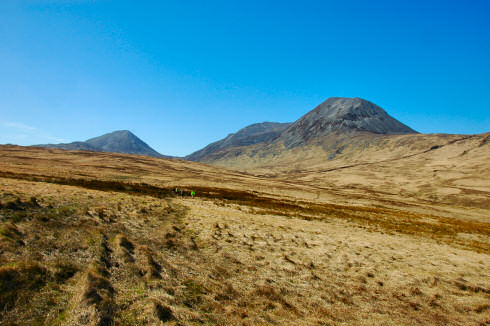 Picture of three distinctively shaped round hills, the Paps of Jura