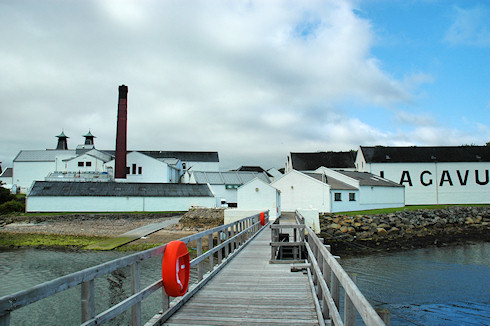 Picture of Lagavulin distillery seen from the pier