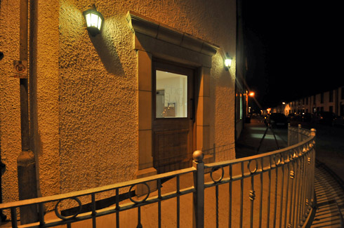 Picture of the entrance of The Islay Hotel at night