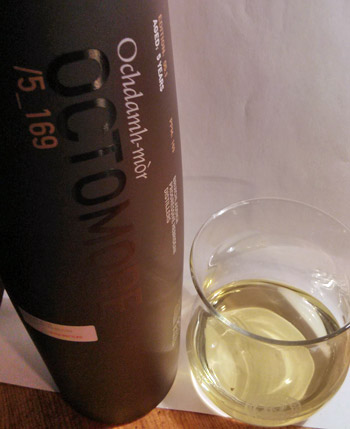 Picture of a bottle of Bruichladdich Octomore 05.1 and a wee dram